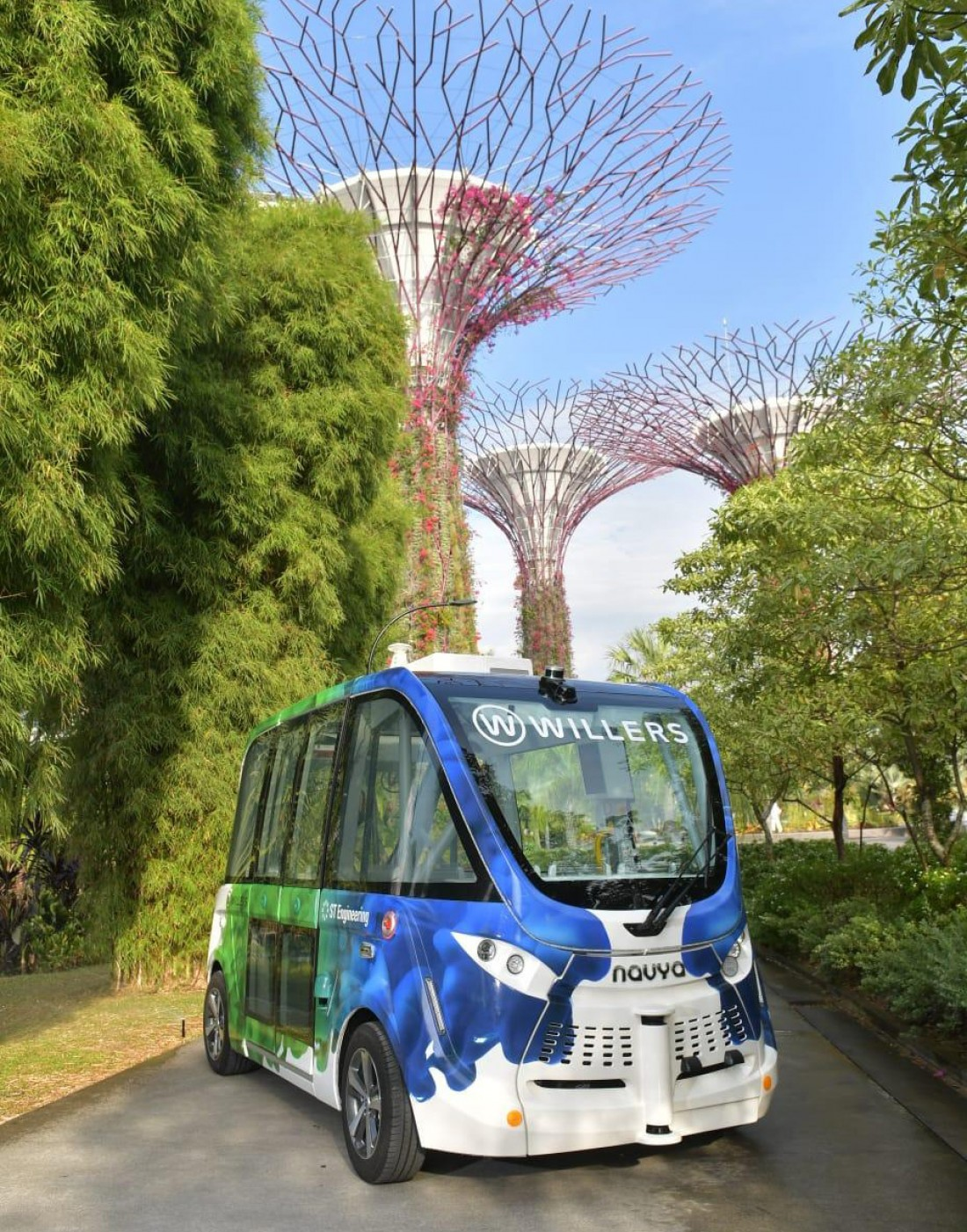 2 NAVYA AUTONOM SHUTTLES in Singapore Gardens by the Bay